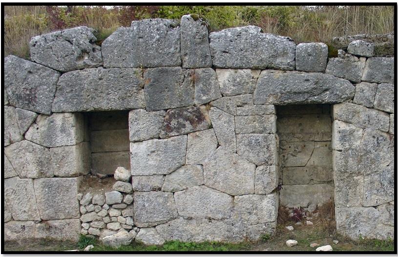 Oculto en Italia: Ruinas ciclópeas prohibidas, (¿de gigantes de la Atlántida?) Cyclopean-Ruins-Alba-Fucens-1