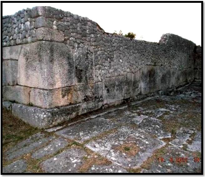 Oculto en Italia: Ruinas ciclópeas prohibidas, (¿de gigantes de la Atlántida?) Cyclopean-Ruins-Alba-Fucens-2