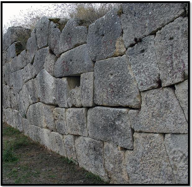 Oculto en Italia: Ruinas ciclópeas prohibidas, (¿de gigantes de la Atlántida?) Cyclopean-Ruins-Alba-Fucens-3