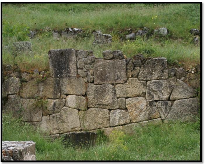 Oculto en Italia: Ruinas ciclópeas prohibidas, (¿de gigantes de la Atlántida?) Cyclopean-Ruins-Alba-Fucens-4