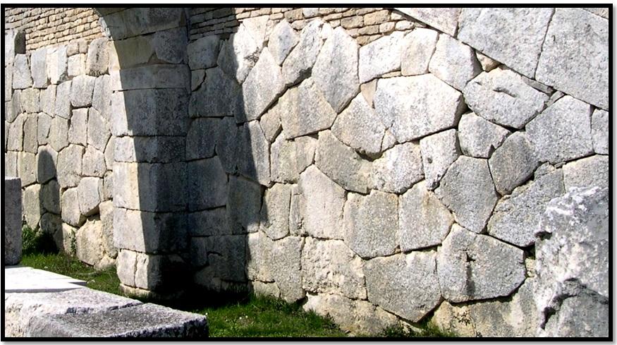 Oculto en Italia: Ruinas ciclópeas prohibidas, (¿de gigantes de la Atlántida?) Cyclopean-Ruins-Pigra-Pietrabbondante-1