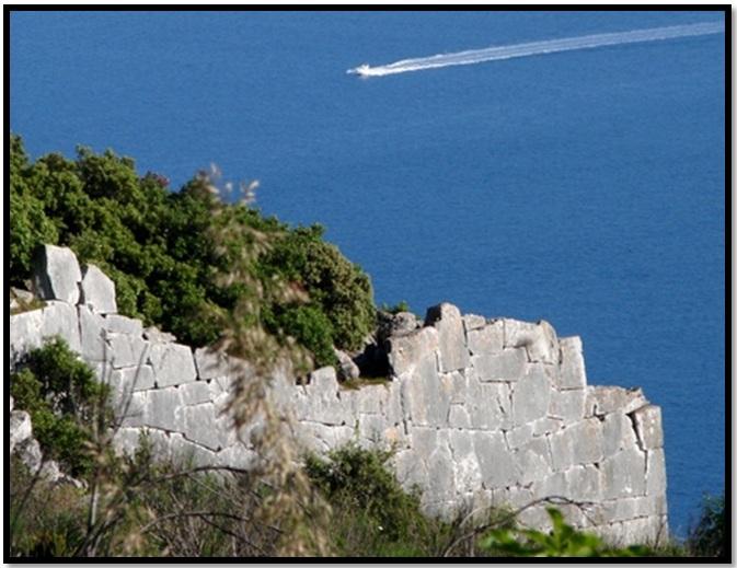 Oculto en Italia: Ruinas ciclópeas prohibidas, (¿de gigantes de la Atlántida?) Cyclopean-Ruins-San-Felice-Circeo-1
