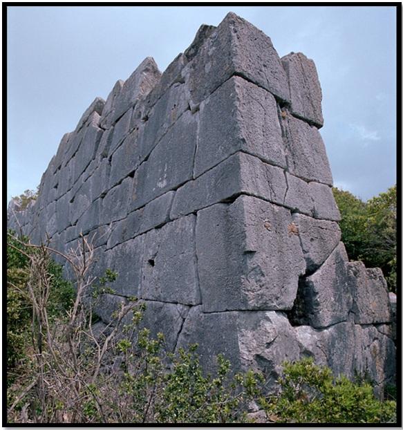 Oculto en Italia: Ruinas ciclópeas prohibidas, (¿de gigantes de la Atlántida?) Cyclopean-Ruins-San-Felice-Circeo-3