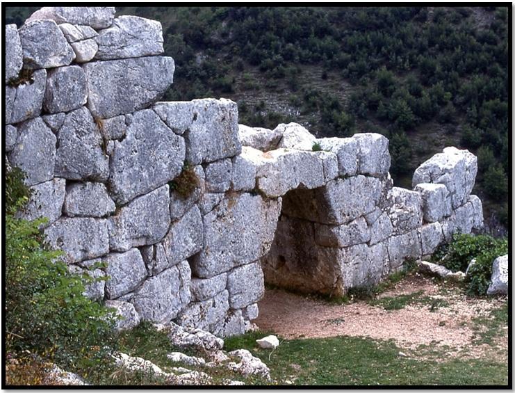 Oculto en Italia: Ruinas ciclópeas prohibidas, (¿de gigantes de la Atlántida?) Cyclopean-Ruins-Segni-Italy-1