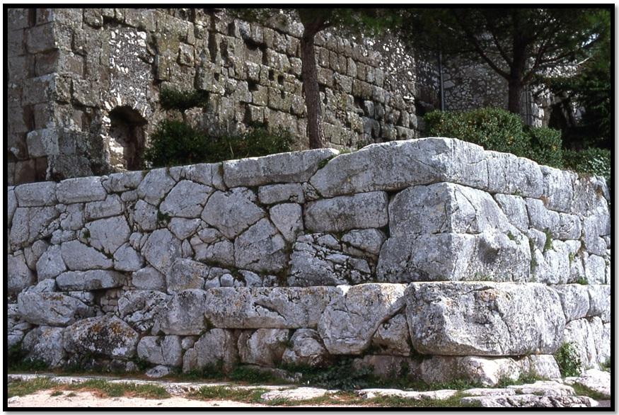 Oculto en Italia: Ruinas ciclópeas prohibidas, (¿de gigantes de la Atlántida?) Cyclopean-Ruins-Segni-Italy-2