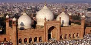 ramadan-at-badshahi-mosque-Freemasons gothic