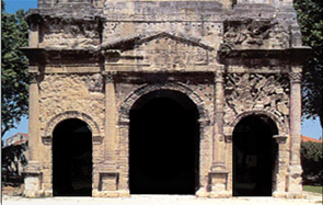 (Triumphal arches were structures in the shape of a monumental archway, in theory built to celebrate a victory in war.)